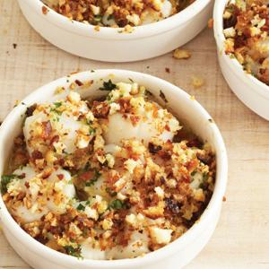 Scallop Gratins with Lemon&#45;Garlic Bread Crumb